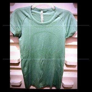 Lululemon Lime Green SS Swiftly Tee Size (8) New